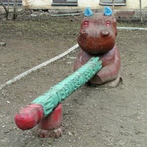 in-Russia-funny-statue-01