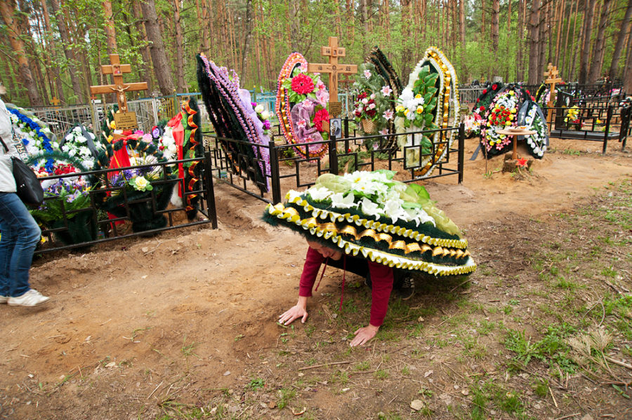 crazy russian funeral